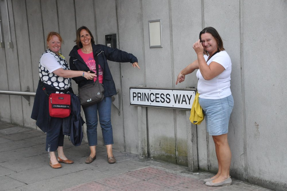 3Ladies_Plymouth_Schild.jpg