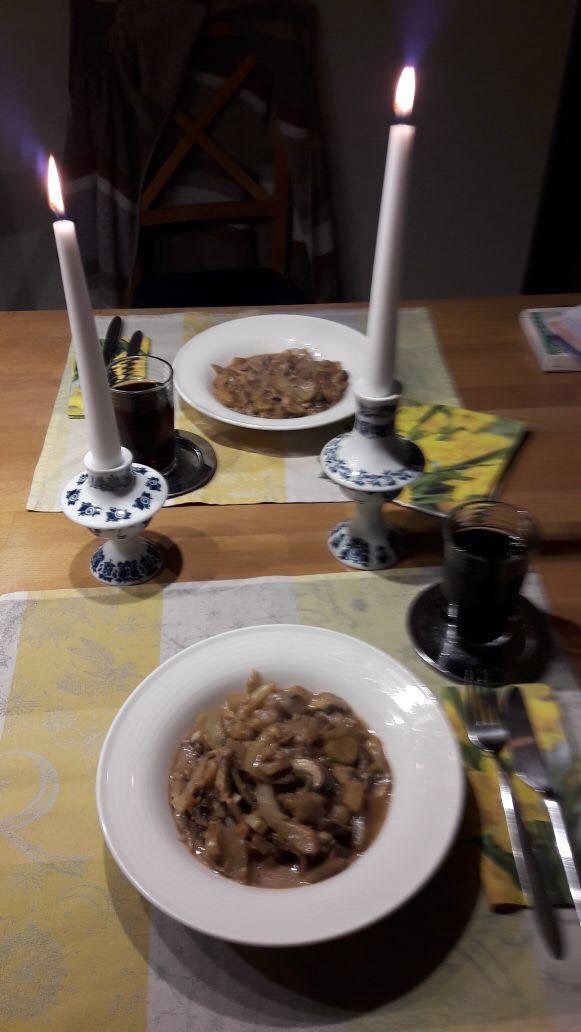Kerzen und Servietten sind ein Muss! Erst dann wird es richtig gemütlich.