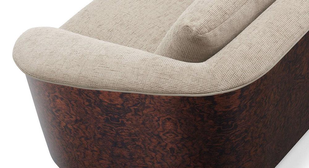 be kingswood sofa detail-crop-u76852.jpg