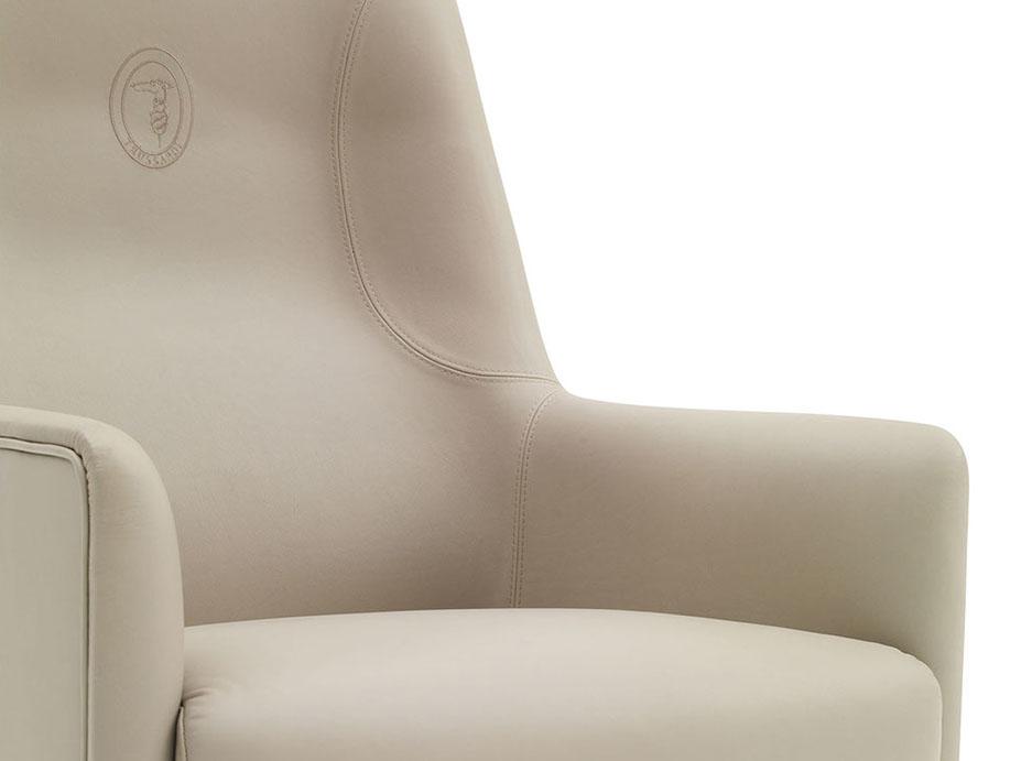 tr albora armchair detail-crop-u104899.jpg