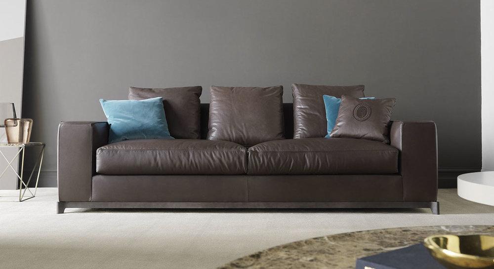 tr italy sofa_detail137x243.jpg