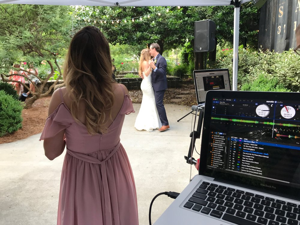 "Lauren and Kyle shared their first dance to Coldplay's ""Green Eyes"", performed by her sister"