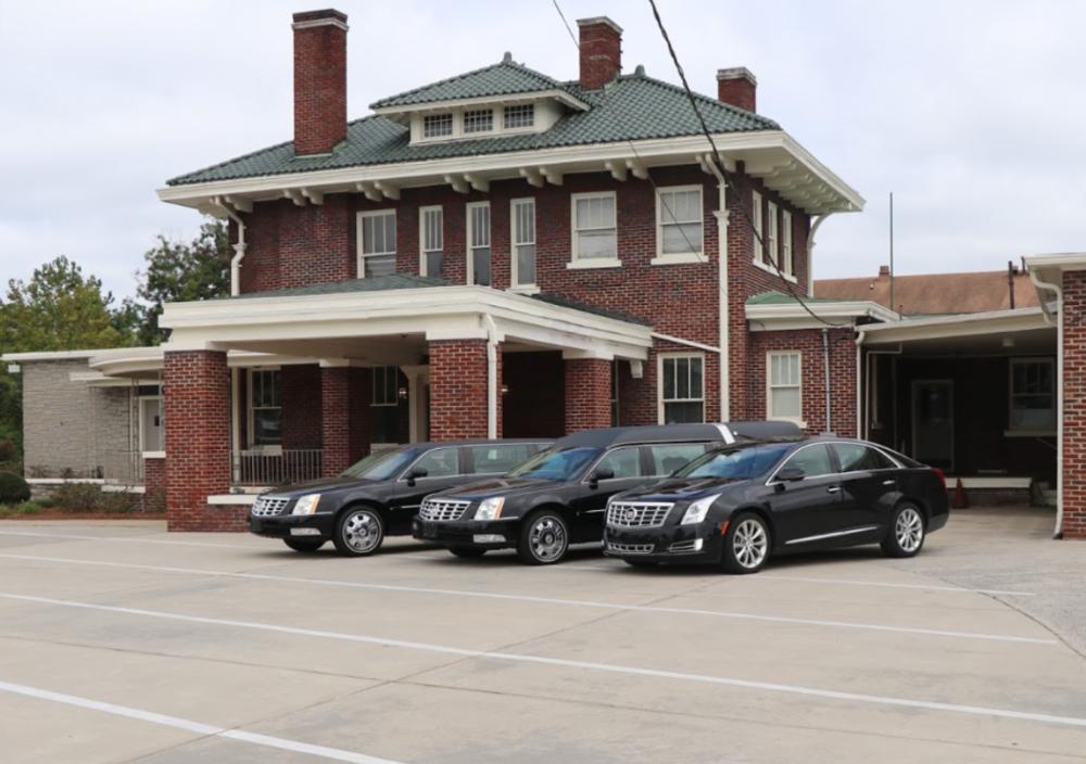 GARNER MEMORIAL - FUNERAL HOME209 W Peyton Ave •Kinston, NC 28501(252) 523-2124