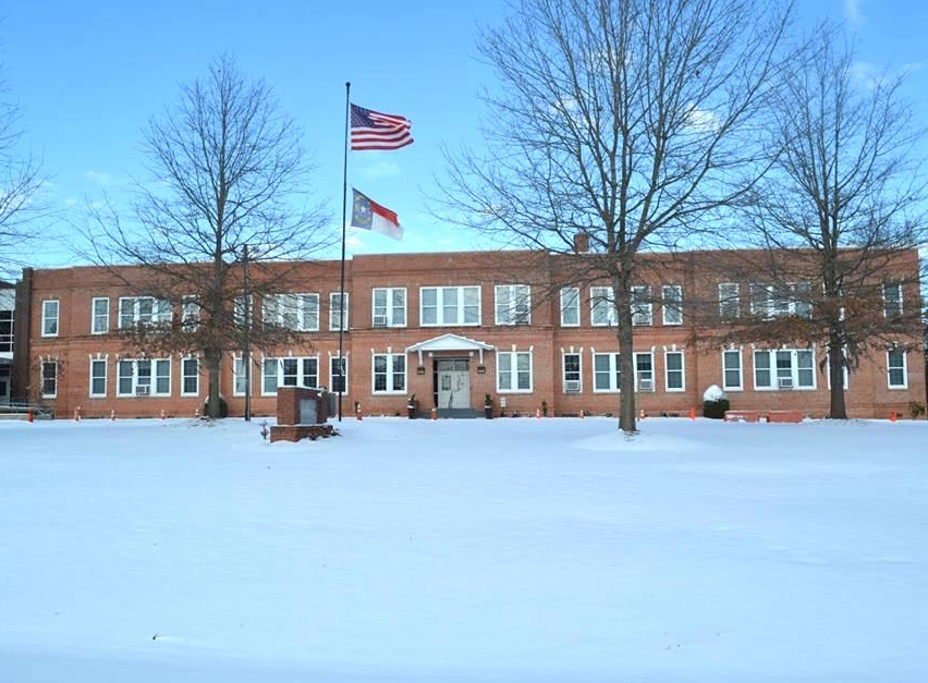 MOSS HILL ELEMENTARY - 6040 Hwy 55 WestKinston, NC 28504(252) 569-5071