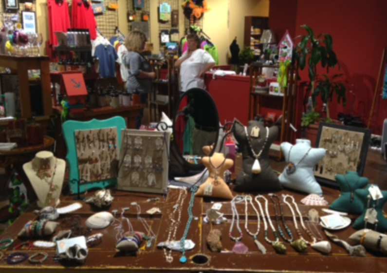 LEON THOMAS GIFTS - GIFTS & CLOTHING118 W North St •Kinston, NC 28501(252) 686-5060
