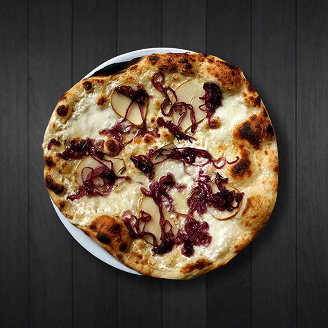 Try our new Pear pizza with oven roast pear slices, taleggio cheese, caramelised onion, mozzarella,  rosemary, white sauce. #pizzahelsinki #piecenlovepizza #helsinkipizza #whitepizza #pearpizza