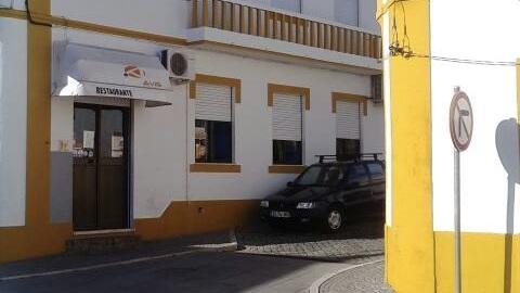 Café Jardim - Tel.: +351 242 412 384Rua Portas de Évora, 20, 7480-152 AvisE-mail: fgspiteira@gmail.comNota: Não Encerra