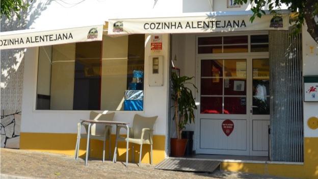 Café Cozinha Alentejana - Tlm.: +351 961 117 828Avenida da Liberdade, 17, 7480-103 AvisE-mail: teresahelena09@gmail.comNota: Encerra à Segunda-Feira