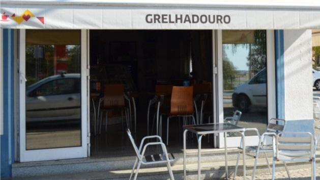 Grelha Douro - Tel.: + 351 242 413 179Estrada Nacional 244 – lote 8, 7480 - 115 AvisNota: Não Encerra