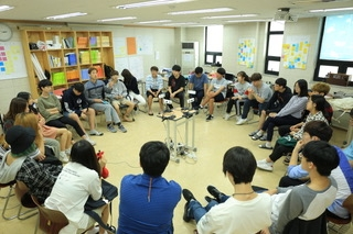 Students from the Future Class Network Learning Lab, a World-Leading Learner school in South Korea.