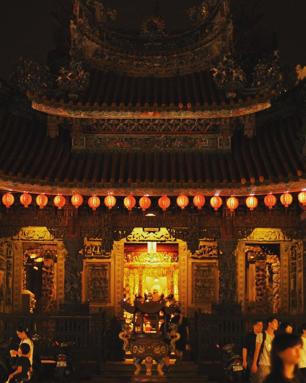 One of the places mentioned in THE ASTONISHING COLOR OF AFTER was based on the Zushi Temple along Sanxia Old Street in New Taipei. I stood in this Taoist temple for a long time, watching people toss bwabwei moon blocks into the air in search of answers to their questions. My main character ended up doing the same.
