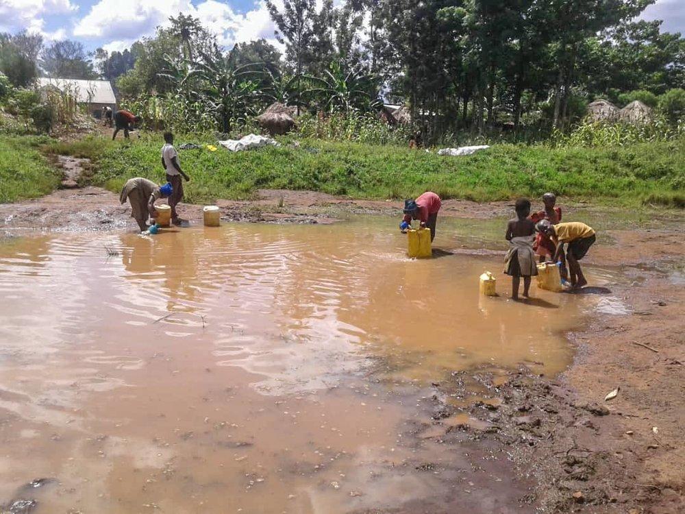 Buluwa-Kids-Gathering-Water.jpg