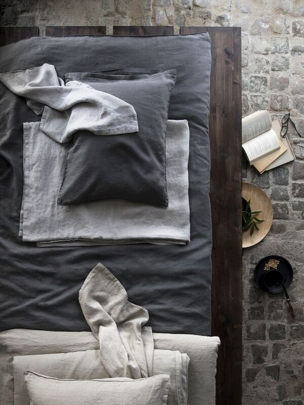 Dux gjelder Himla_SignedbyDaniellaWitte_bed_sunshine-bedlinen-natural-charcoal-ash_S_preview.jpeg