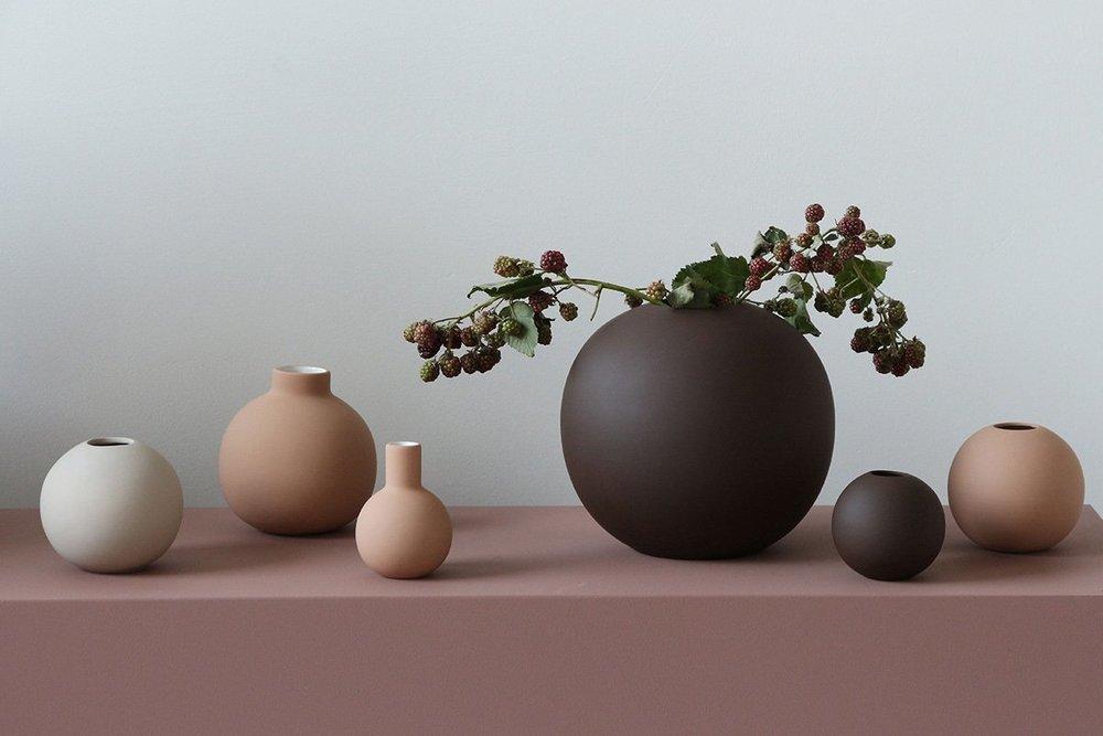 Glass thomsen Cooee Ball vase.jpg