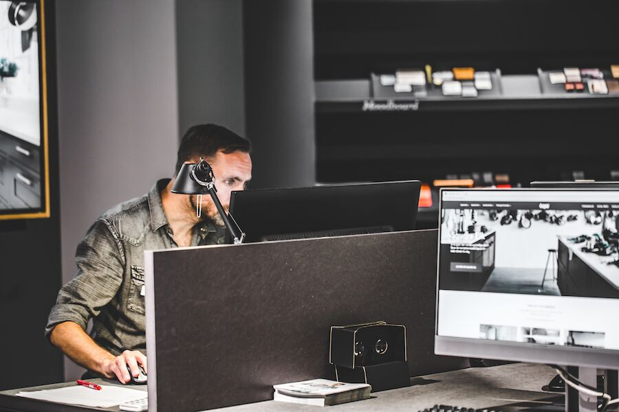 Studio Sigdal Horisont bruker moderne teknologi for å nå nye målgrupper: Moodboards, techlab, digitalt tegneprogram og 3D-briller er viktige elementer hos oss, sier butikkleder Trond Kleivedal.