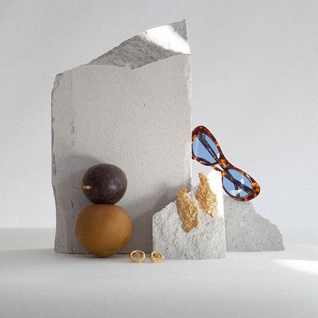 Product Photography Inspiration | Love the use of light, shadow, strong concrete and rounded fruit shapes in this inspired composition. 📷 @monkhousedesign⠀ ⠀ #productphotography #scienceofstyling #photographycomposition #photographyforbrands