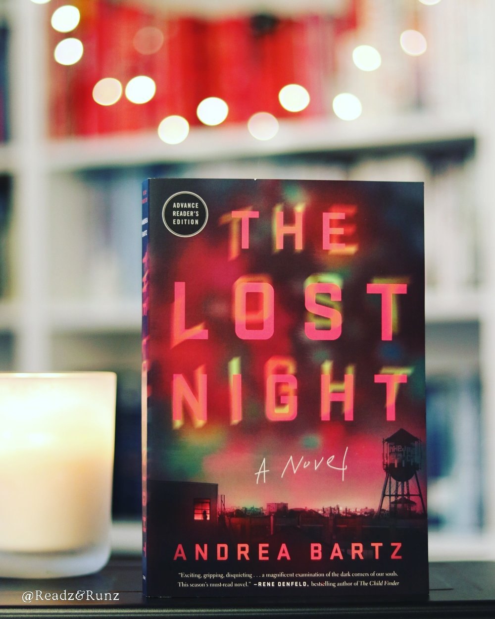 The Lost Night - What really happened the night Edie died? Ten years later, her best friend Lindsay will learn how unprepared she is for the truth.In 2009, Edie had New York's social world in her thrall. Mercurial and beguiling, she was the shining star of a group of recent graduates living in a Brooklyn loft and treating the city like their playground. When Edie's body was found near a suicide note at the end of a long, drunken night, no one could believe it. Grief, shock, and resentment scattered the group and brought the era to an abrupt end.A decade later, Lindsay has come a long way from the drug-addled world of Calhoun Lofts. She has devoted best friends, a cozy apartment, and a thriving career as a magazine's head fact-checker. But when a chance reunion leads Lindsay to discover an unsettling video from that hazy night, she starts to wonder if Edie was actually murdered—and, worse, if she herself was involved. As she rifles through those months in 2009—combing through case files, old technology, and her fractured memories—Lindsay is forced to confront the demons of her own violent history to bring the truth to light