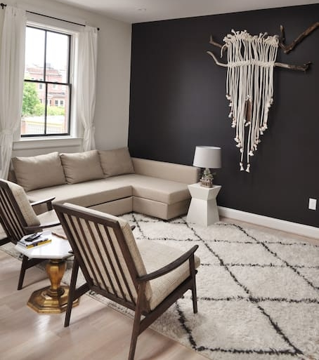 There's even a macrame wall hanging in the living room! How perfect is that?