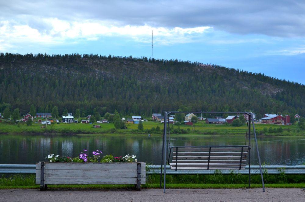 Kirkkaana päivänä Torniojoen yli voi nähdä jopa Ruotsiin asti.