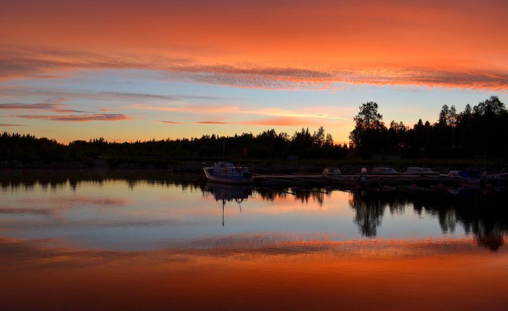 Saarennokan laavun ympäristö ei sinänsä ollut kuvauksellinen, mutta auringonlaskun värit olivat pitkästä aikaa upeat.
