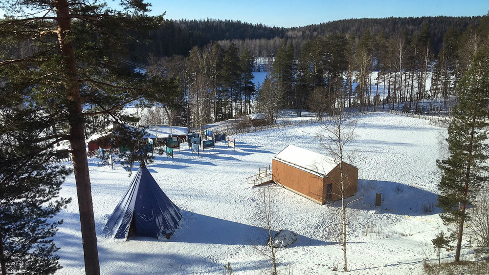 Luontokeskus Haltian pihassa on myös kota.