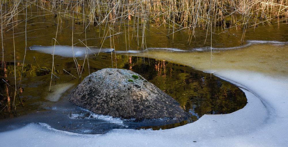 Jäät ovat jo pikkuhiljaa sulia rannoilta.