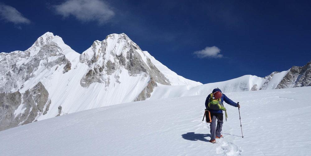Nepalissa vuorta valloittamassa.