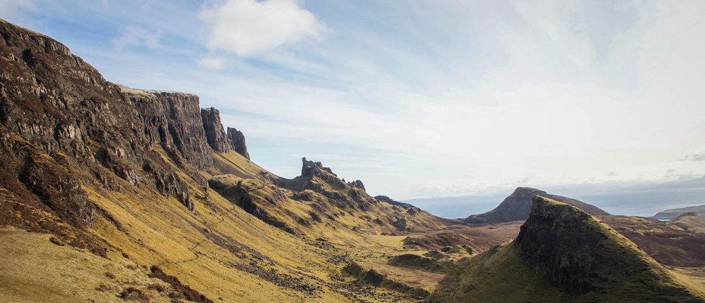 Maisemat ovat kuin Skotlannin versio Keski-Maasta.