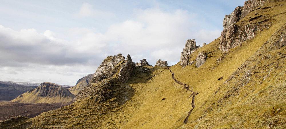 Reitti seuraili vuoren seinämää ja mahtavat maisemat aukenivat alapuolella.