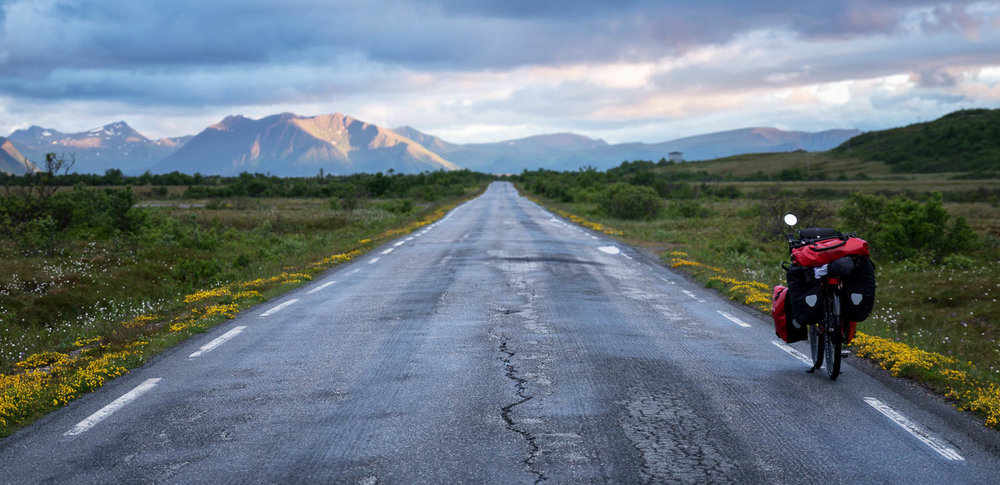 Tyhjä tie, upeat maisemat ja mahdollisuus telttailla missä tahansa. Mikä voisi olla parempaa?