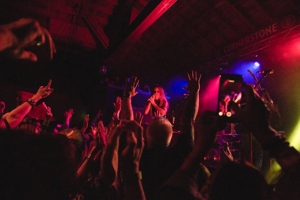 juliette-and-the-licks-crowd-cornerstone-berkeley-music-show.jpg