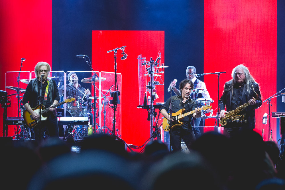 hall-and-oates-oracle-arena-oakland.jpg
