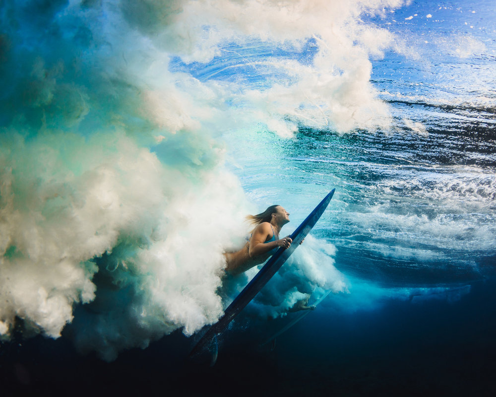 Surfer_Duckdive_Woman_SarahLeePhoto.jpg