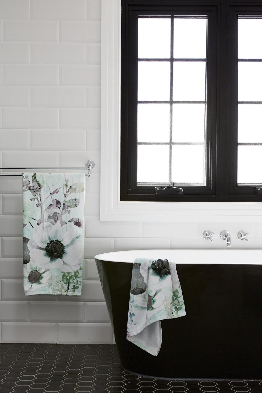 170523_Tarlington_HuntersHill_Bathroom_021.jpg