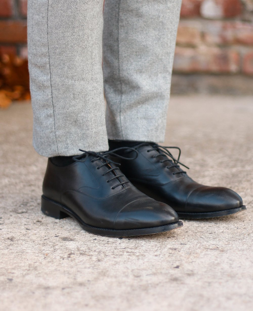 A look at the Beckett Simonon Dean oxford in black on feet. They look great with these gray flannel dress trousers.