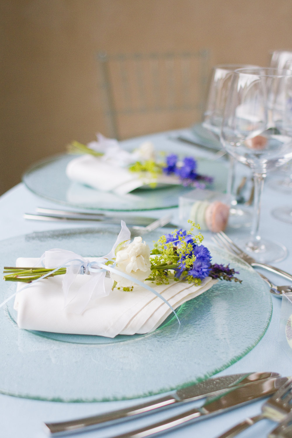 Beautiful Cornflower table settings for birthday parties