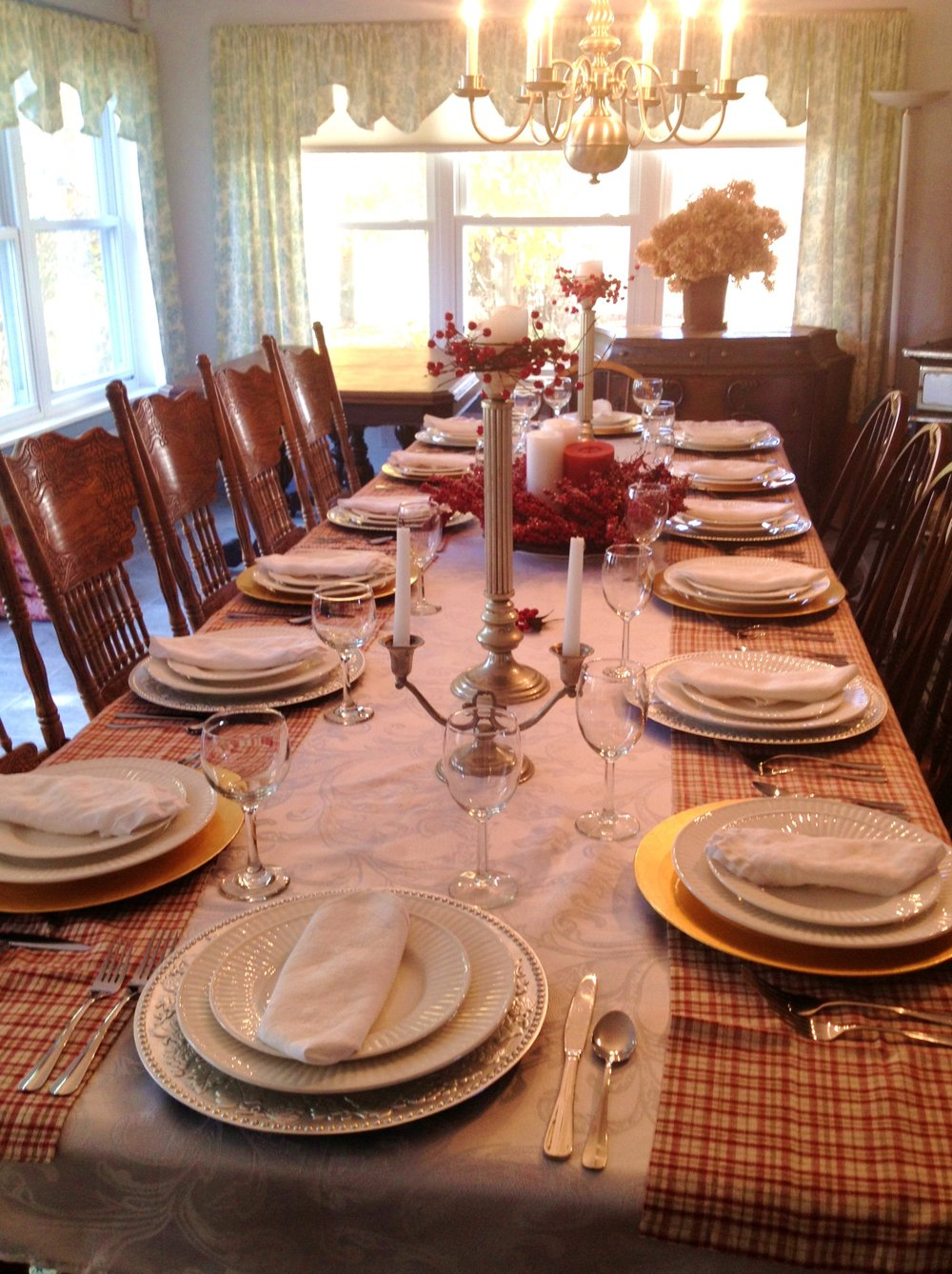 FARMHOUSE DINING ROOM TABLE.jpg