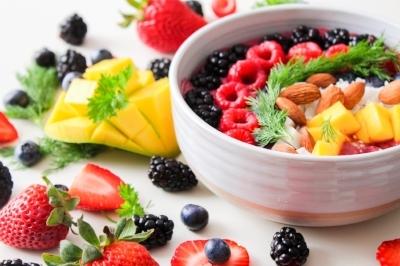berries-bowl-colorful-1105166.jpg