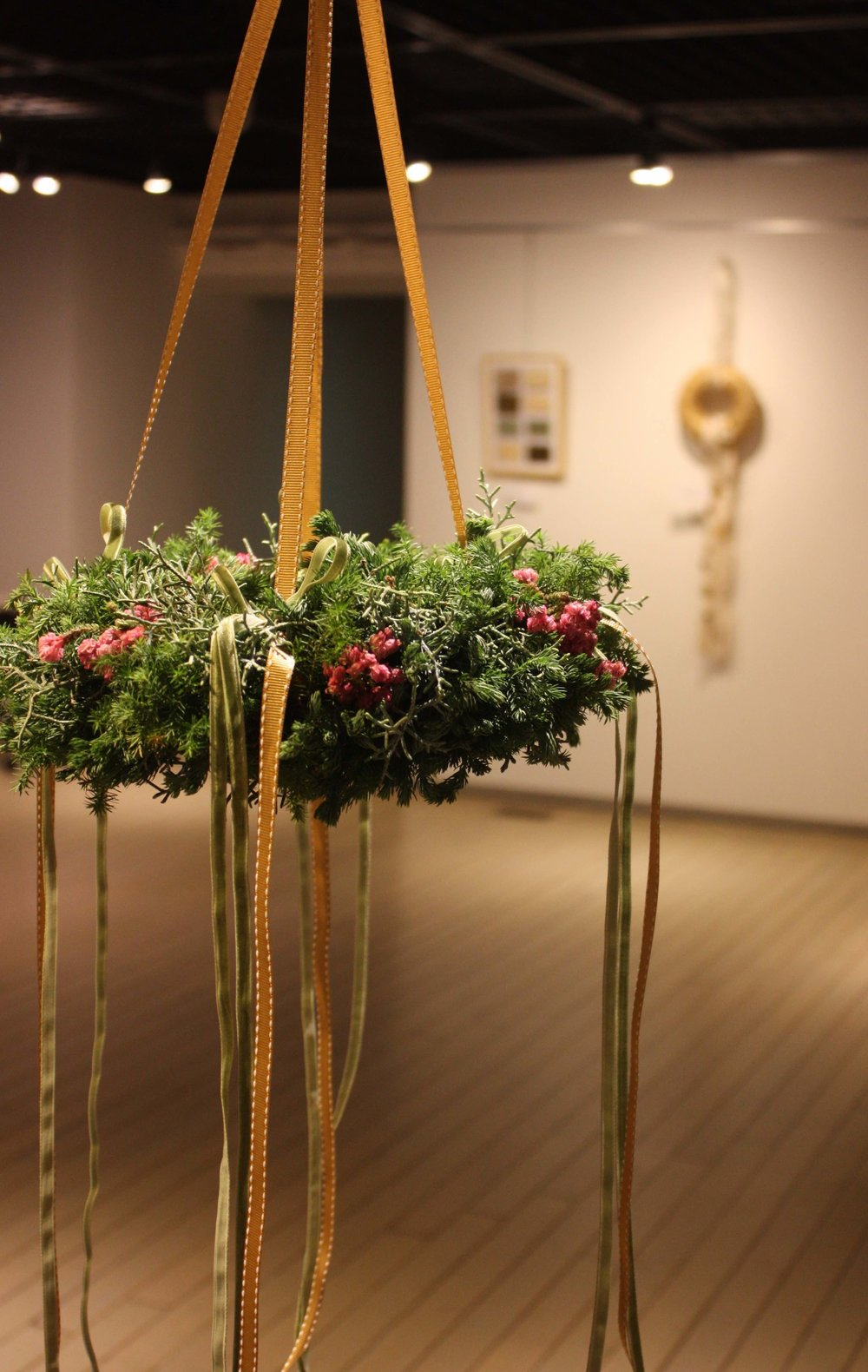 FLYING WREATH  (image pic)