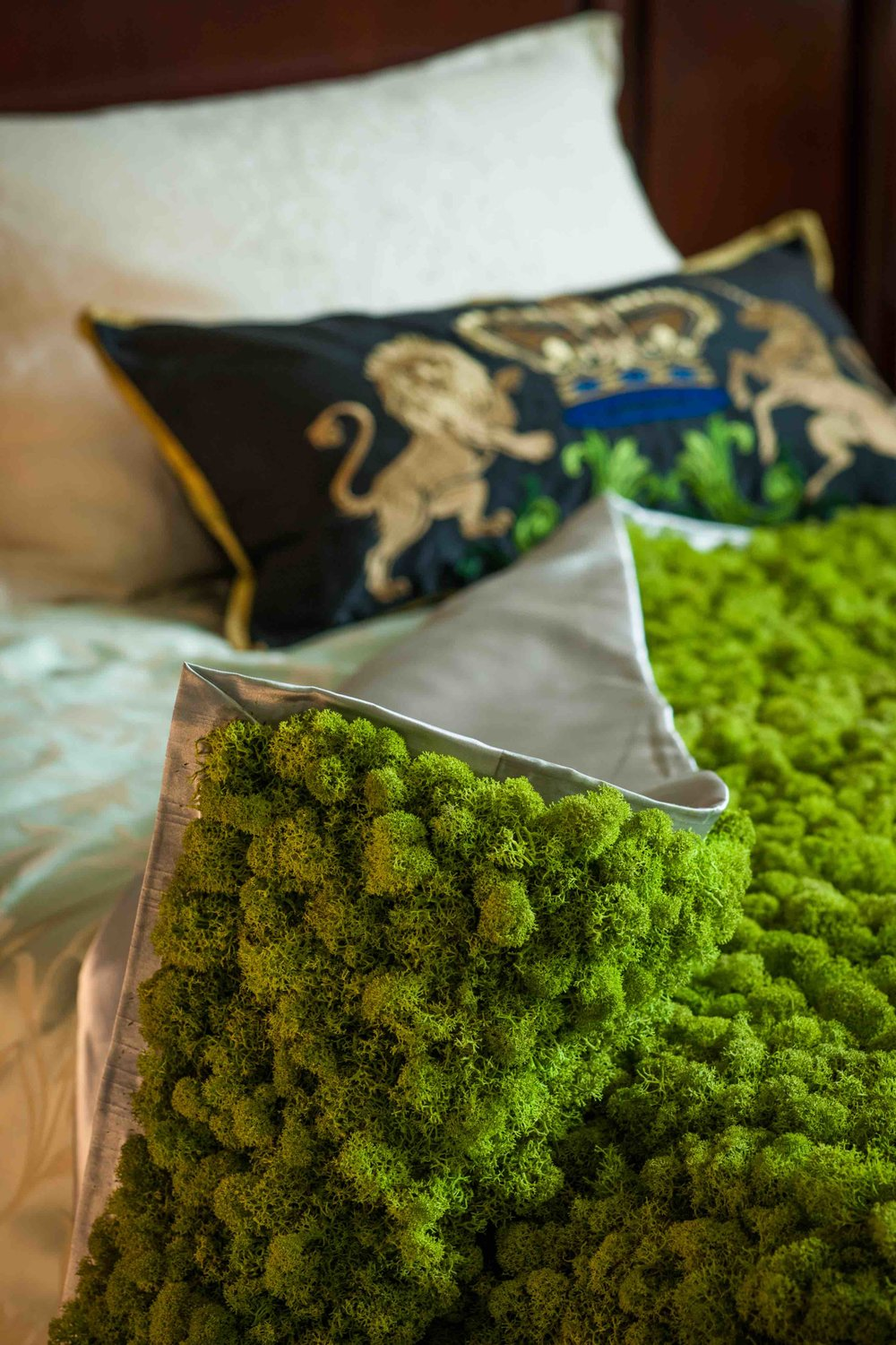 The moss bedcover.  Preserved moss. British House Yokohama.