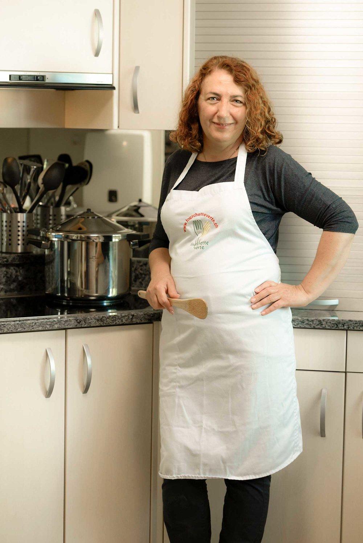 Wenn die Kinder mich fragen,wie ich etwas gekocht habe,sage ich, mit Händen voller Liebe. - Ruzica Heim (54)Köchin, amitola