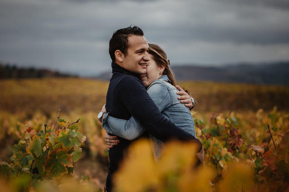 couple-vignes-beaujolais-automne-3.jpg
