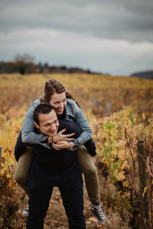 couple-vignes-beaujolais-automne-6.jpg