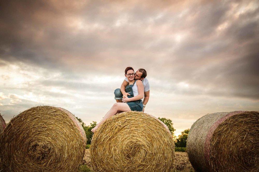 grossesse-femme-enceinte-couple-nature-campagne-ingold-photographe-119.jpg