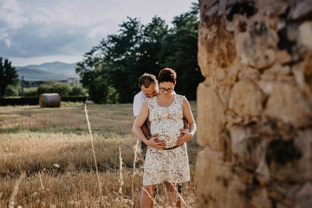 grossesse-femme-enceinte-couple-nature-campagne-ingold-photographe-7.jpg