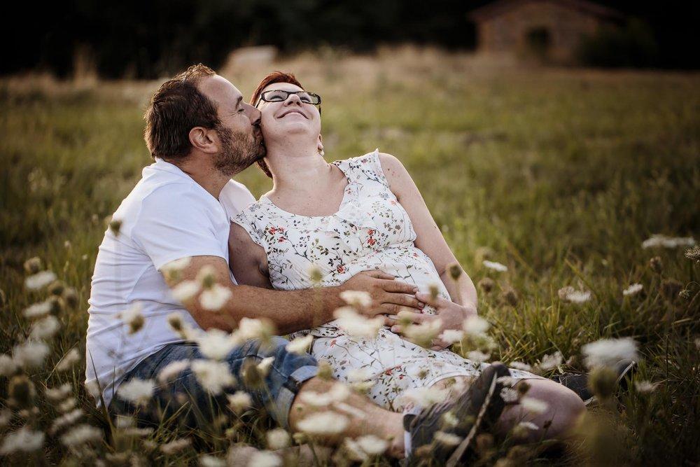 grossesse-femme-enceinte-couple-nature-campagne-ingold-photographe-39.jpg
