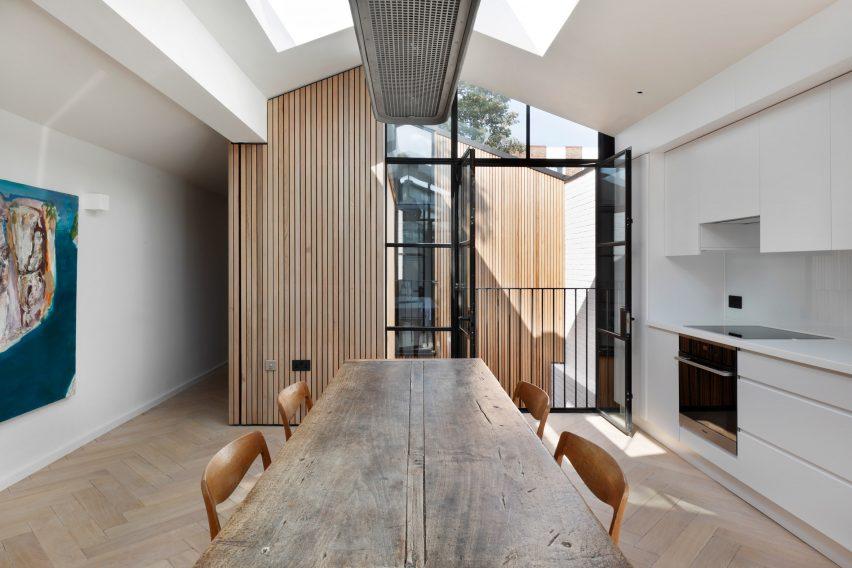 Courtyard-House-De-Rosee-Sa-Design-Architecture-Residential-London_dezeen_2364_col_8-852x568.jpg