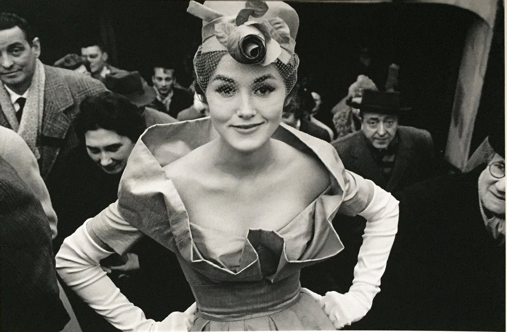 Frank+Horvat,+Monique+Dutto+all'uscita+della+metro,+1959.jpg