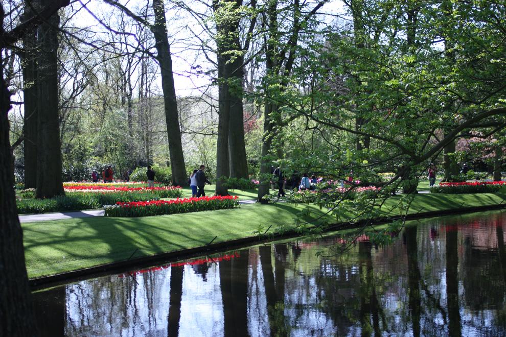 Keukenhof_water_in_the_park.jpg