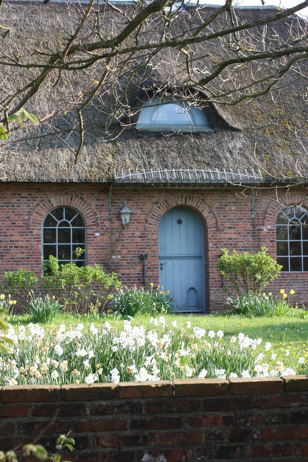 Narzissenfest_Hof_Hilligenbohl_blue_door.jpg
